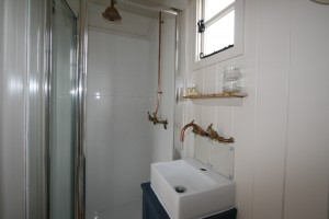 Hot shower in Shepherds Hut